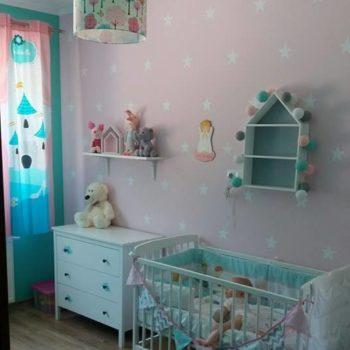 różowy pokój w gwiazdki