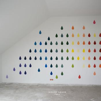 tęcza malowana na ścianie
