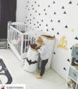 małe trójkąty malowane na ścianie