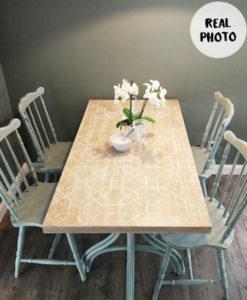 stół pomalowany szablonem malarskim