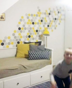 plaster miodu na ścianie