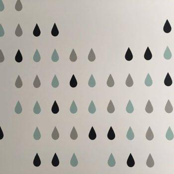 kropelki na ścianie malowane szablonem malarskim